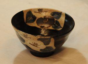 黒織部椿飯碗(内)