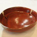 赤黒釉たわみ鉢