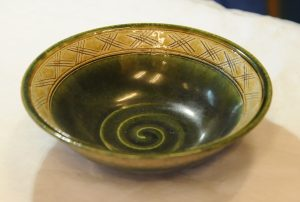 黄瀬戸ライン鉢(内)